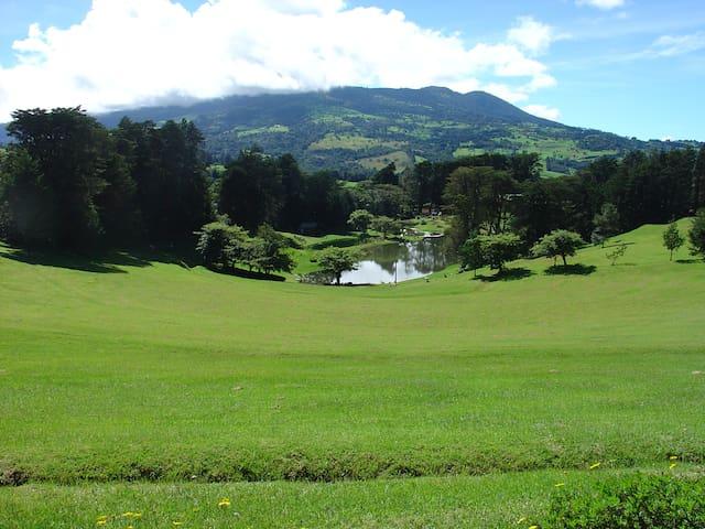 Colinas del Poás, in the way to Poas Volcano