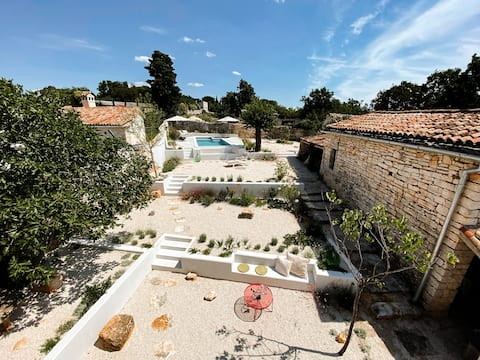 Villa Kameneo -Stonehouse with garden & pool