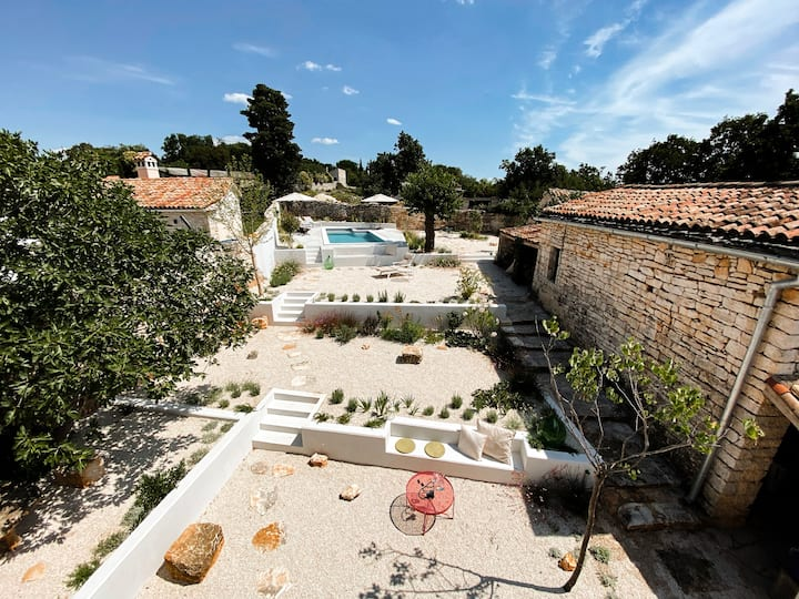 Istrian stone house with garden & pool