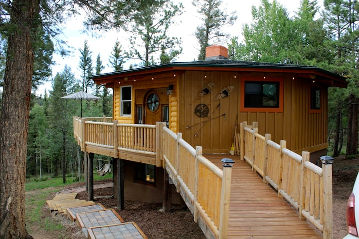 Sunset Mountain Log Cabin Retreat - Upper Unit