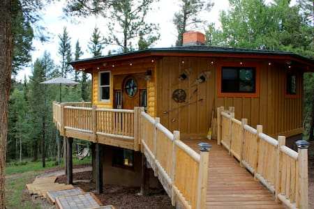 Sunset Mountain Log Cabin Retreat - Upper Unit