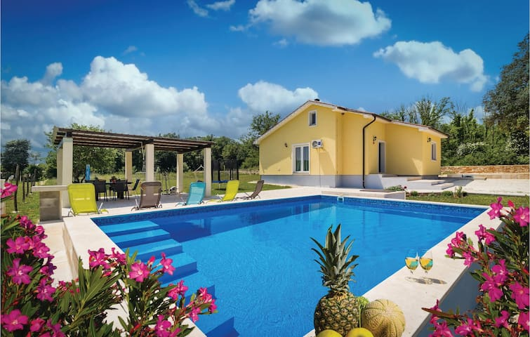 Holiday cottage with 2 bedrooms on 87m² in Valtura
