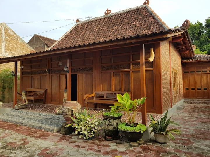 Sewa Rumah Jawa Nuansa Klasik