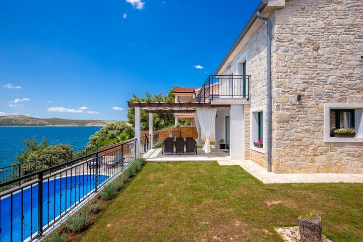 Beautiful Villa Sadic, in Dalmatia, with a Pool