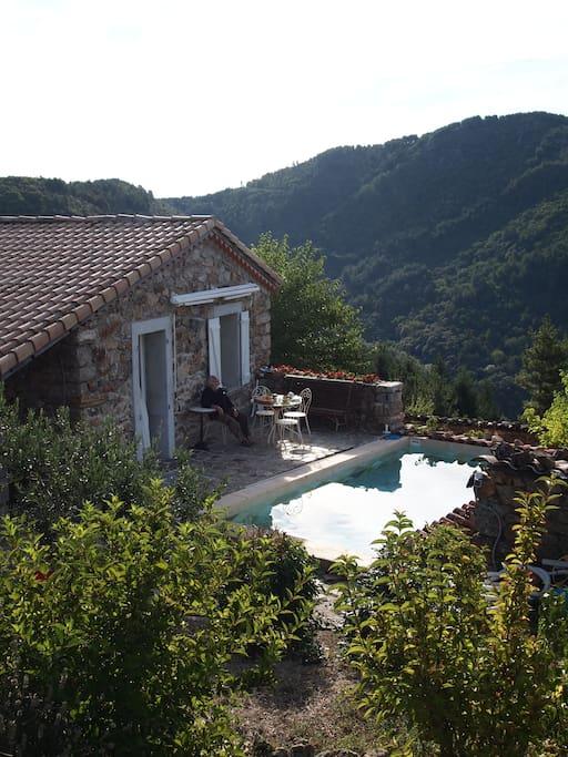 Chambre avec piscine le c r b chambres d 39 h tes louer - Chambre d hote en auvergne avec piscine ...