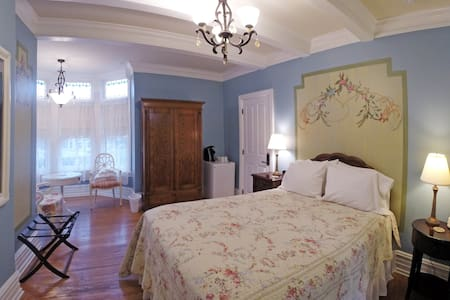 Frey Suite at the 5-star Main Street Inn - Kutztown - Boutique hotel