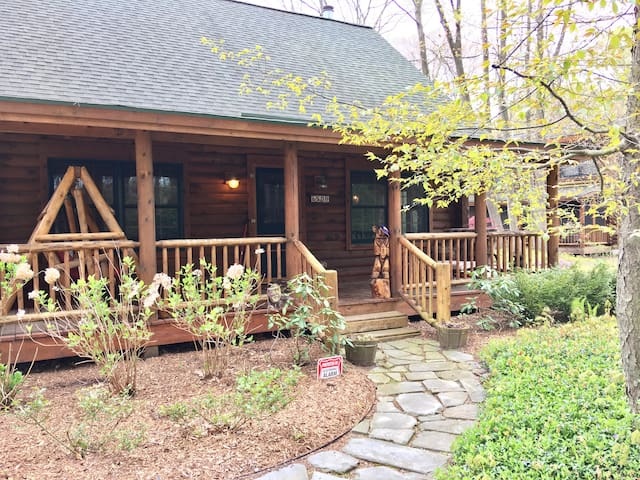 Playhouse Cabin - Luxury Log Cabin