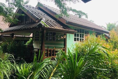 Cozy Bungalow near Hot Springs and Emerald Pool