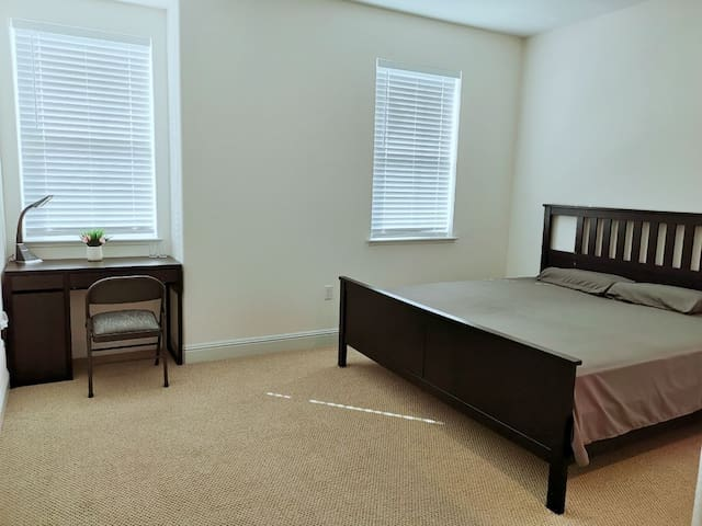 Large Clean East Bay Suite in Brentwood