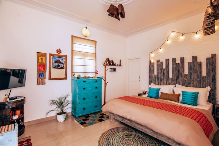 Parvatah King Boutique room