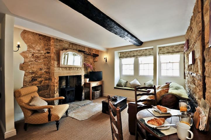 Thornton - Cosy retreat with log burner