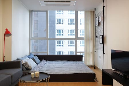 NEWLY OPEN! | Hongdae (4min), Gangnam (14min) - Apartment