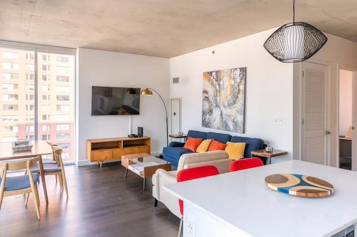 2B/2BA Modern Luxury Apartment | Balcony, Rooftop Pool & Gym by ENVITAE | PAID IN/OUT PARKING IN BLDG