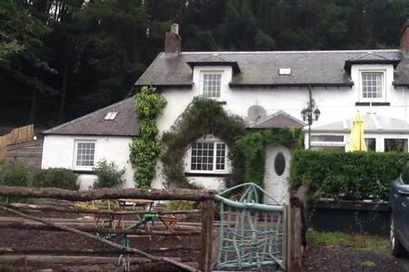 Glenmarkie farmhouse  Two rooms + bathroom