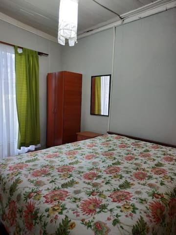 Habitación para viajeros en casa porteña II