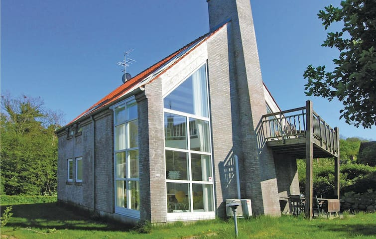 Holiday cottage with 4 bedrooms on 140m² in Svaneke