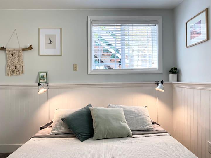 Jr 1 Bedroom Apt on Tree-Lined Street in Brisbane