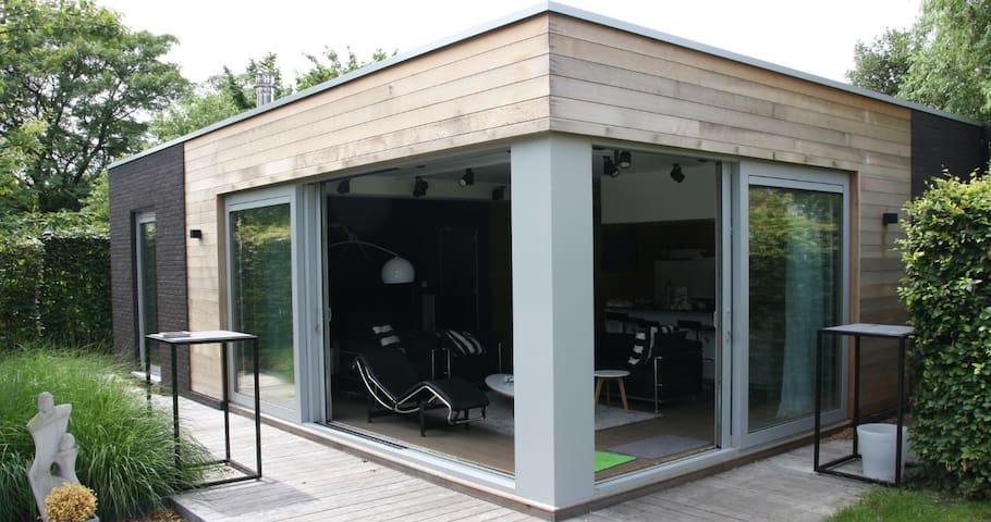 Modern gardenhouse (76m²) with terrace and garden