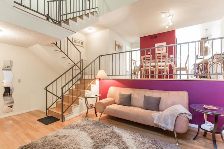 Sophisticated Townhouse 2 bdr 2 ba