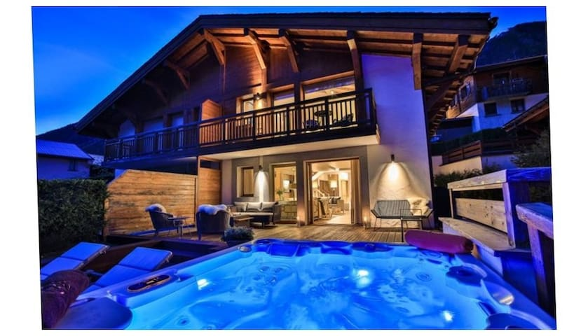 Modern, Luxury 4 Bedroom Chalet