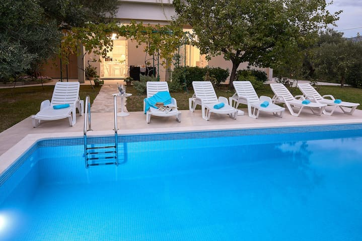 Apartment 'Queen Helena' w/private pool near Split - Solin - Apartemen
