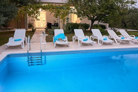 Apartment 'Queen Helena' w/private pool near Split - Solin - Apartamento