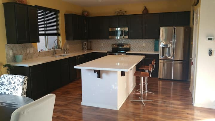 Modern home-Arrowhead Glendale area/LOCATION!