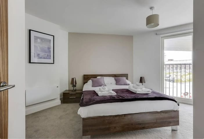 Private Luxury City Centre Room in an Apartment