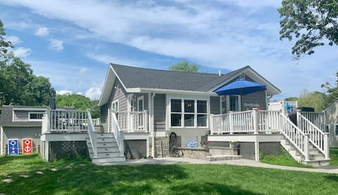 Newly Renov. Water Front Cozy Cape Cod, Cottage