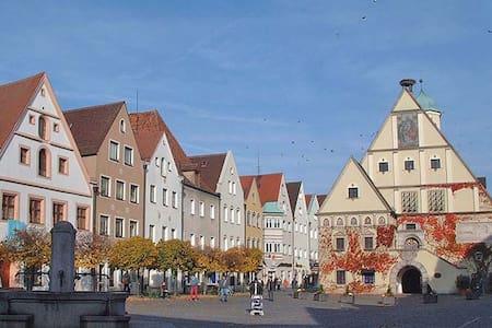 Gemütliche Wohnung mit Holzofen - Weiden in der Oberpfalz - Apartamento