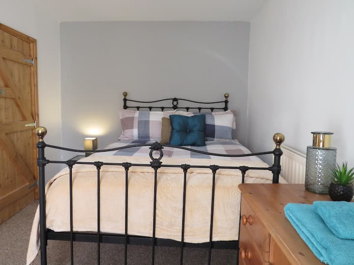 Sleeps 4 Traditional Welsh Stone House