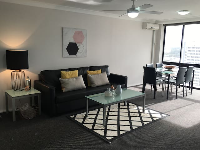 Central Surfers Paradise Top Floor with Views!