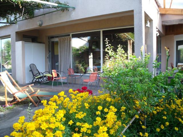 Maison avec terrasse privée au coeur de la ville - Thiers - Loft
