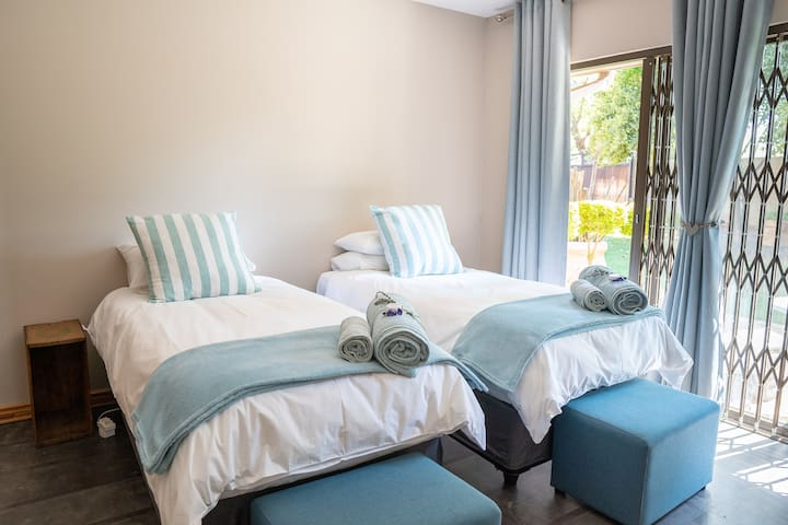 Opstal Guesthouse - Kalahari Room