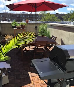 Spacious 1 bedroom with Private Deck with Grill - Brooklyn - Apartment