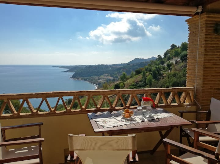 Villa Hannah with sea view and private pool