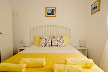 Puntin Rooms - Yellow Room