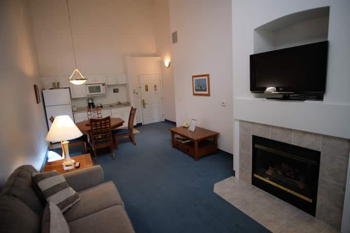 318- 1 Bedroom Suite