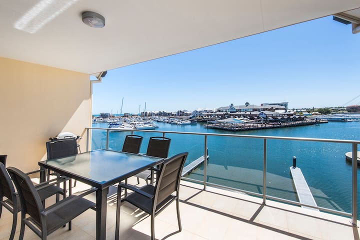 Stunning Two Bedroom Apartment with Marina Views