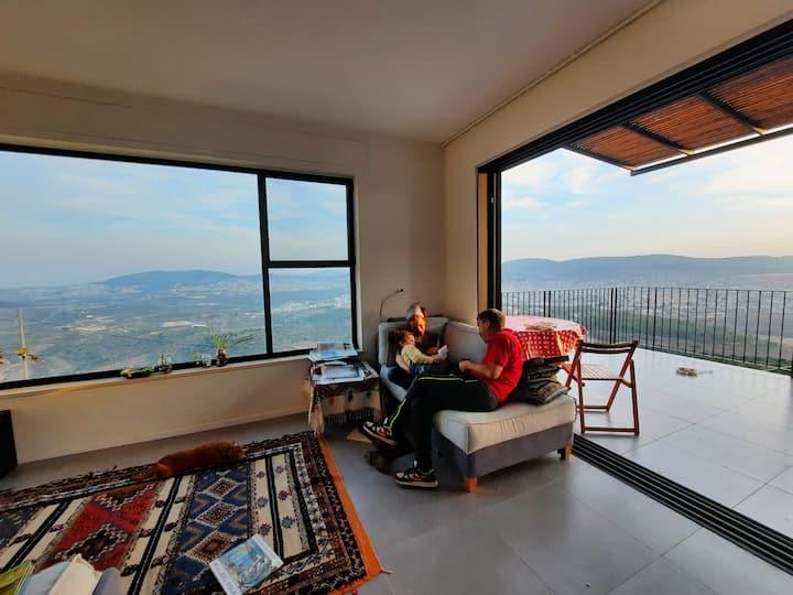בית דנדש, מינימליסטי, נח ומואר, מול נוף יפיפה