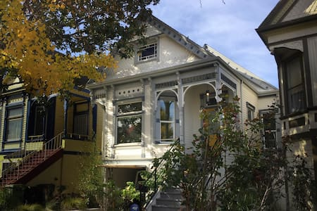 Room in Modern Victorian Home With Peaceful Garden - Oakland - House