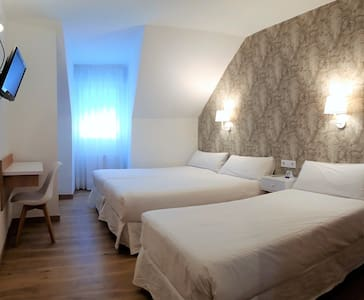 HOTEL VILAGARCIA Habitación triple 3 camas indiv.