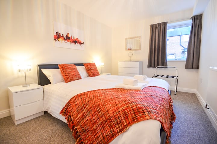 The Radcliffe - One bed flat with parking, Wi-Fi and everything you need!