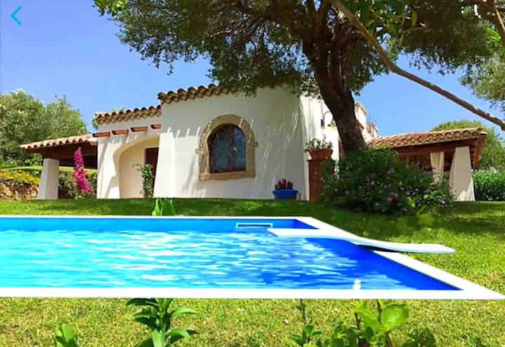 Elegant villa with pool and seaview