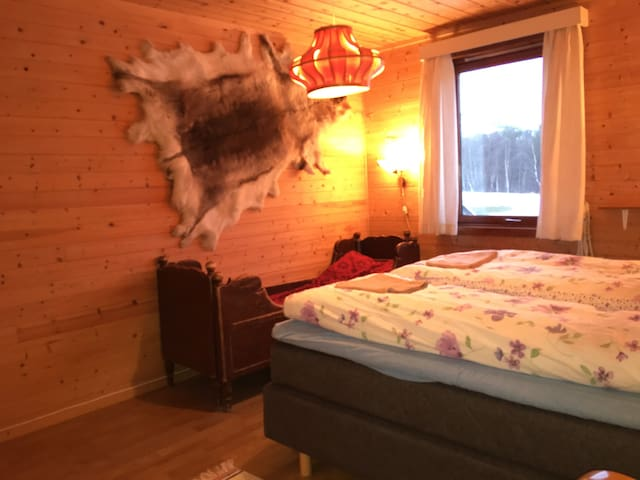 Room no. 1, in 2nd floor: small child bed 166 cm.