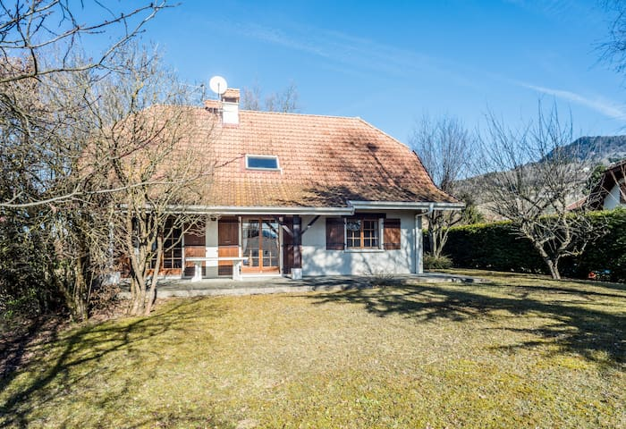 Large 4 bedroom home in the hills outside Geneva - Bonne - Casa