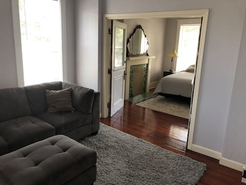 Large airy apt, walk to downtown Maplewood.