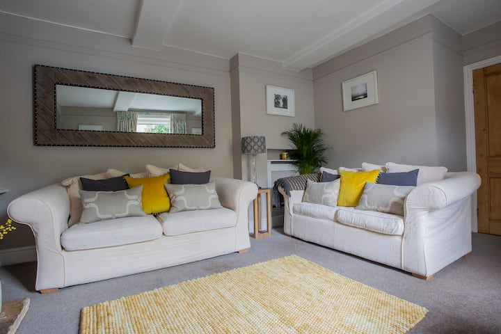 No.14, Stunning Cottage 5*! OFFERS FOR MONTH STAY!