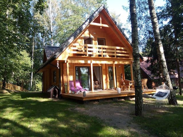 New wooden house by the Sasek Wielki lake