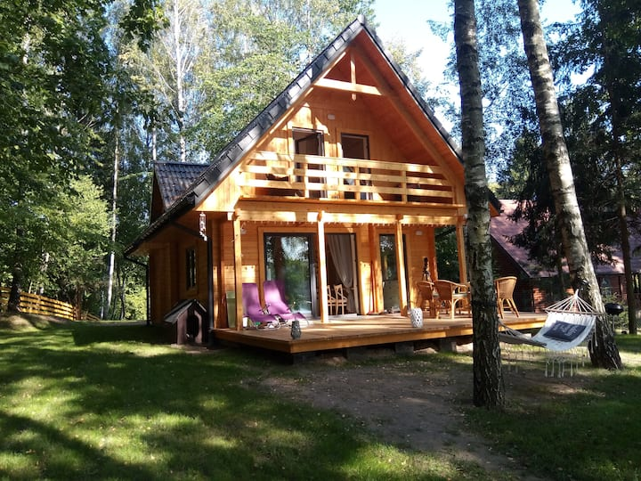 New wooden house by the Sasek Wielki lake